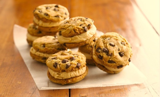 Gluten-Free Chocolate Chip Peanutter Whoopie Pies